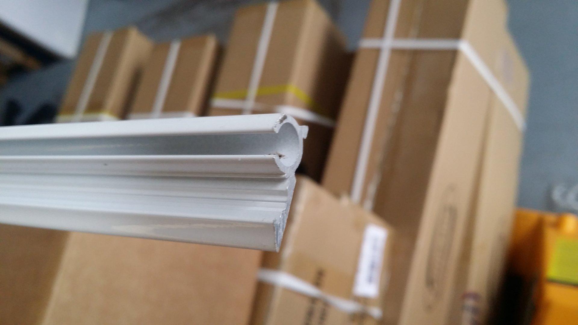Guia aluminio blanco perfil para avance toldilla barra 3 for Materiales para toldos de aluminio